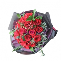 send 2 dozen red roses in a bouquet to japan