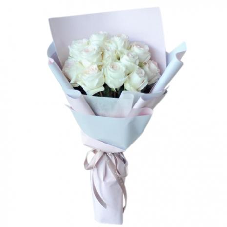 send one dozen white roses bouquet to japan